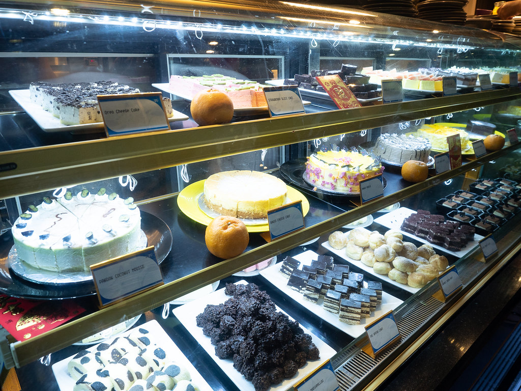 Cake choices at Jogoya.