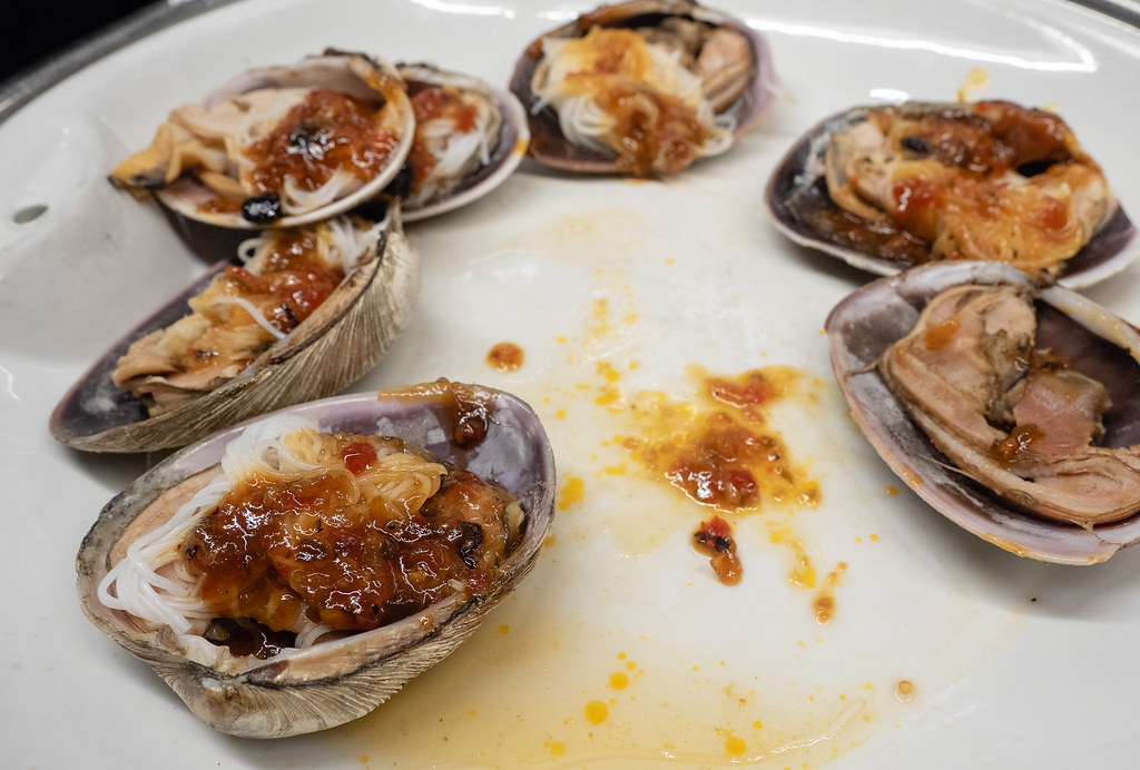 Baked clam and mussel at Jogoya Buffet.