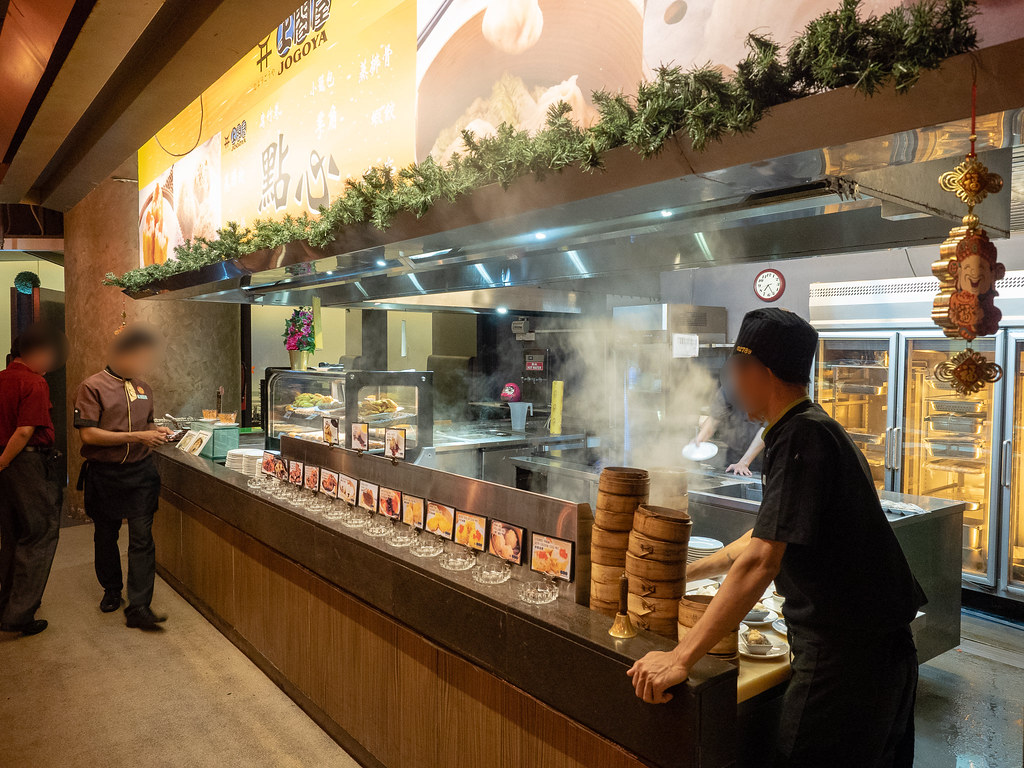 Chinese dim sum and healthy soup at Jogoya Buffet Restaurant