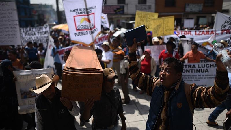 瓜地馬拉群眾示威反對總統莫拉雷斯,並為遭殺害的土地運動者討公道。(圖片來源:Edwin Bercian/EPA)