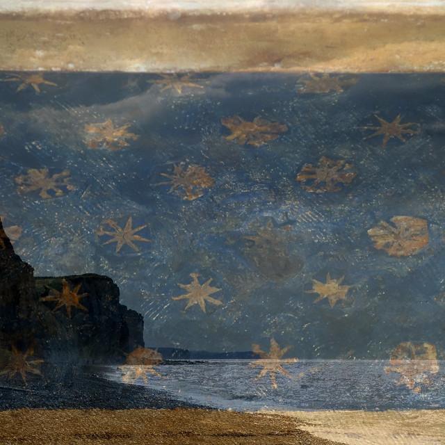 Nuit d'or sur falaises