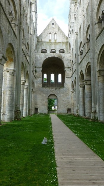 Mai/Juni 2019 ... Karla Kunstwadl mit Margit & Gerhard in der Normandie: Abtei von Jumièges