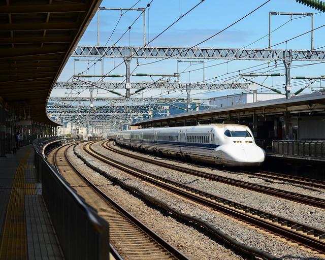 Shinkansen a su paso por Tokio