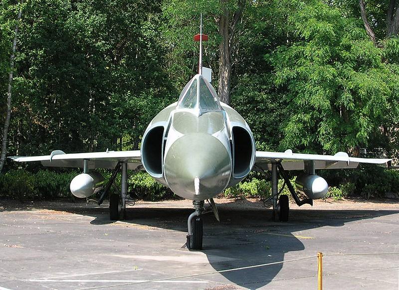 Convair F-102 Delta Dagger 00005
