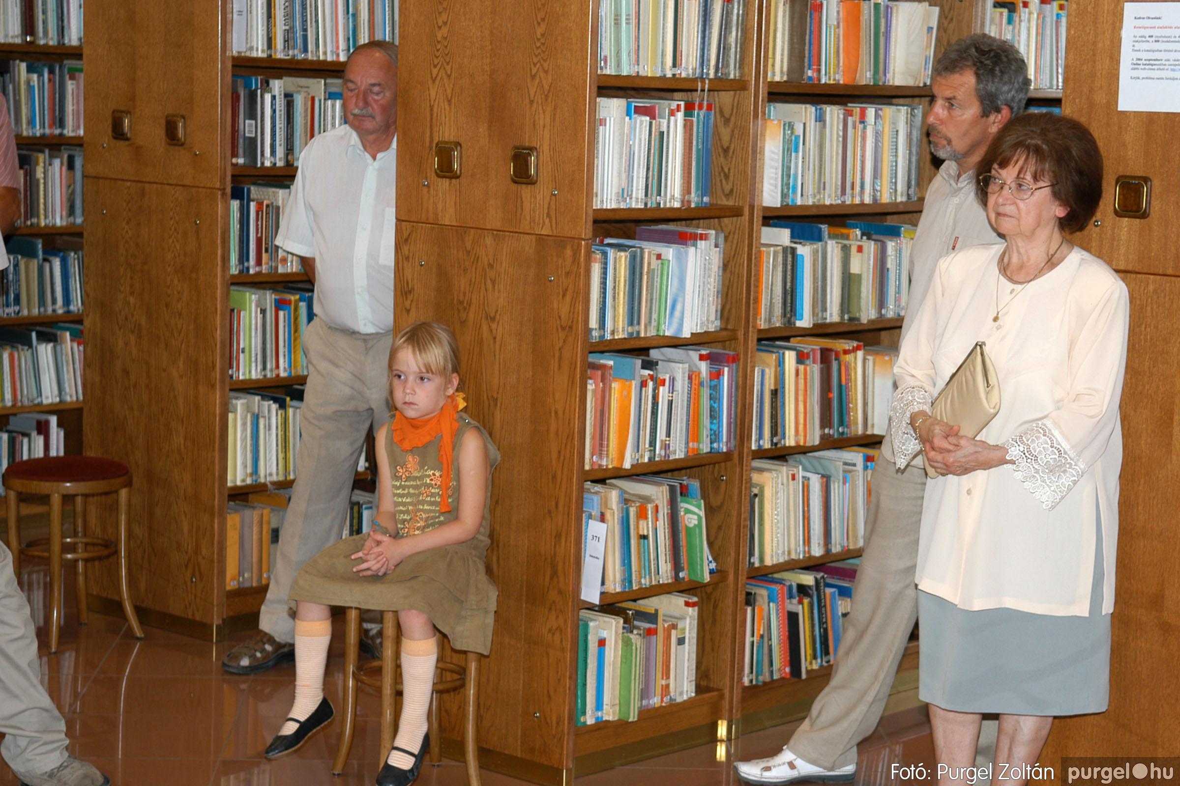 2006.09.30. 008 Tóth József fafaragó kiállítása Szentesen - Fotó:PURGEL ZOLTÁN© DSC_0116q.jpg