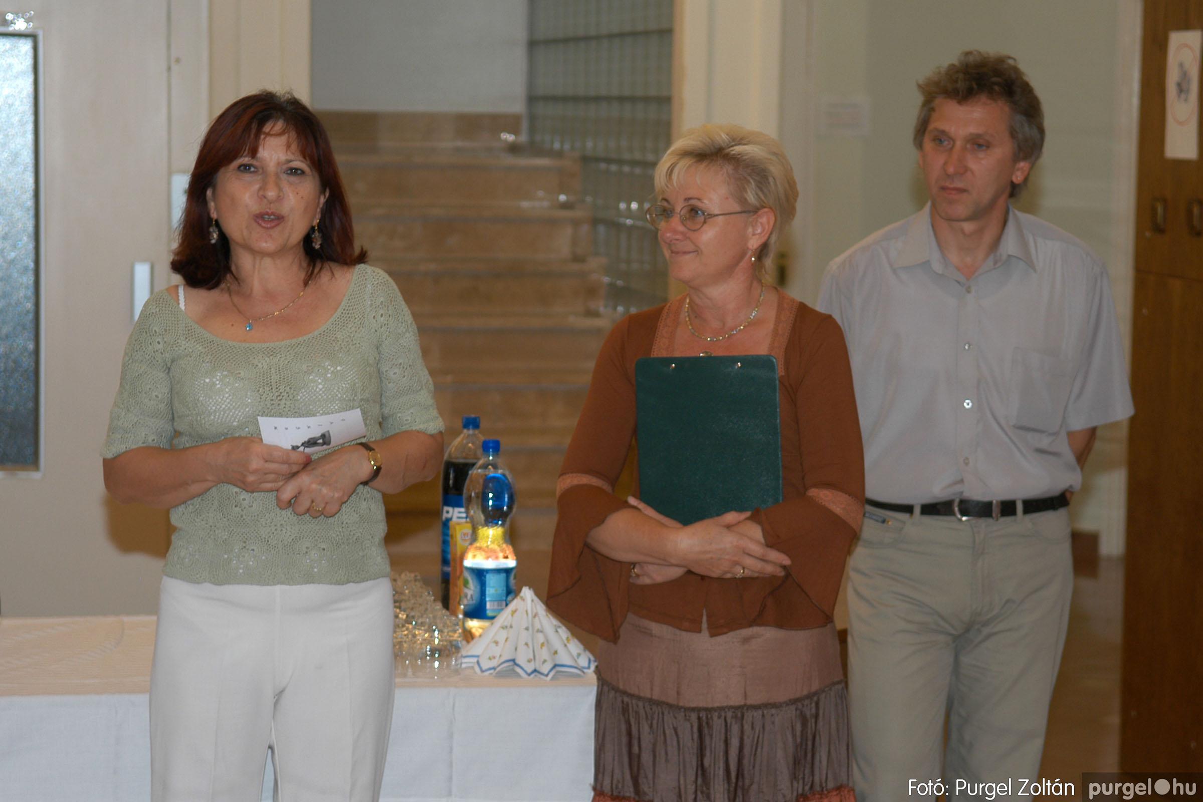 2006.09.30. 001 Tóth József fafaragó kiállítása Szentesen - Fotó:PURGEL ZOLTÁN© DSC_0109q.jpg
