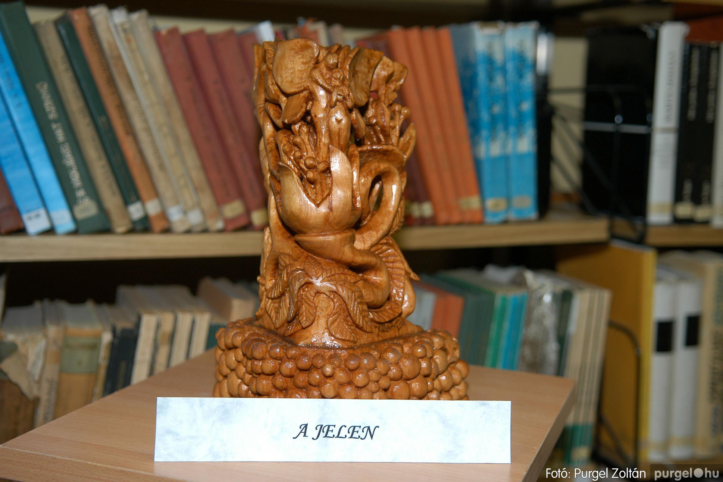 2006.10.08. 022 Kulbert György fafaragó kiállítása - Fotó:PURGEL ZOLTÁN© DSC_0101q.jpg