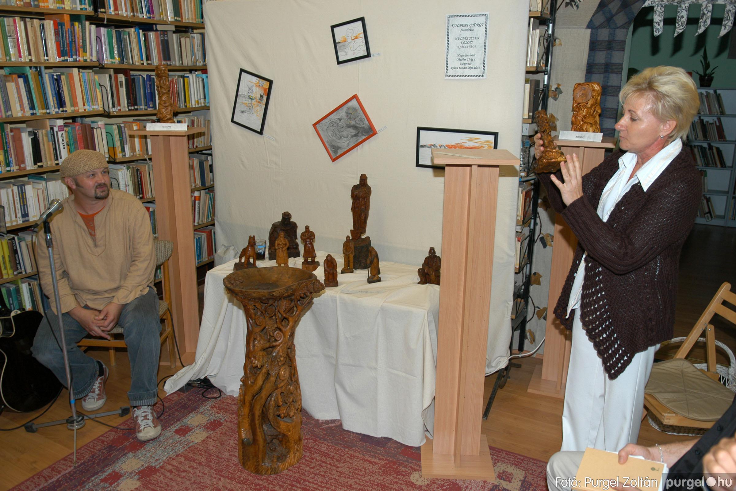2006.10.08. 012 Kulbert György fafaragó kiállítása - Fotó:PURGEL ZOLTÁN© DSC_0088q.jpg