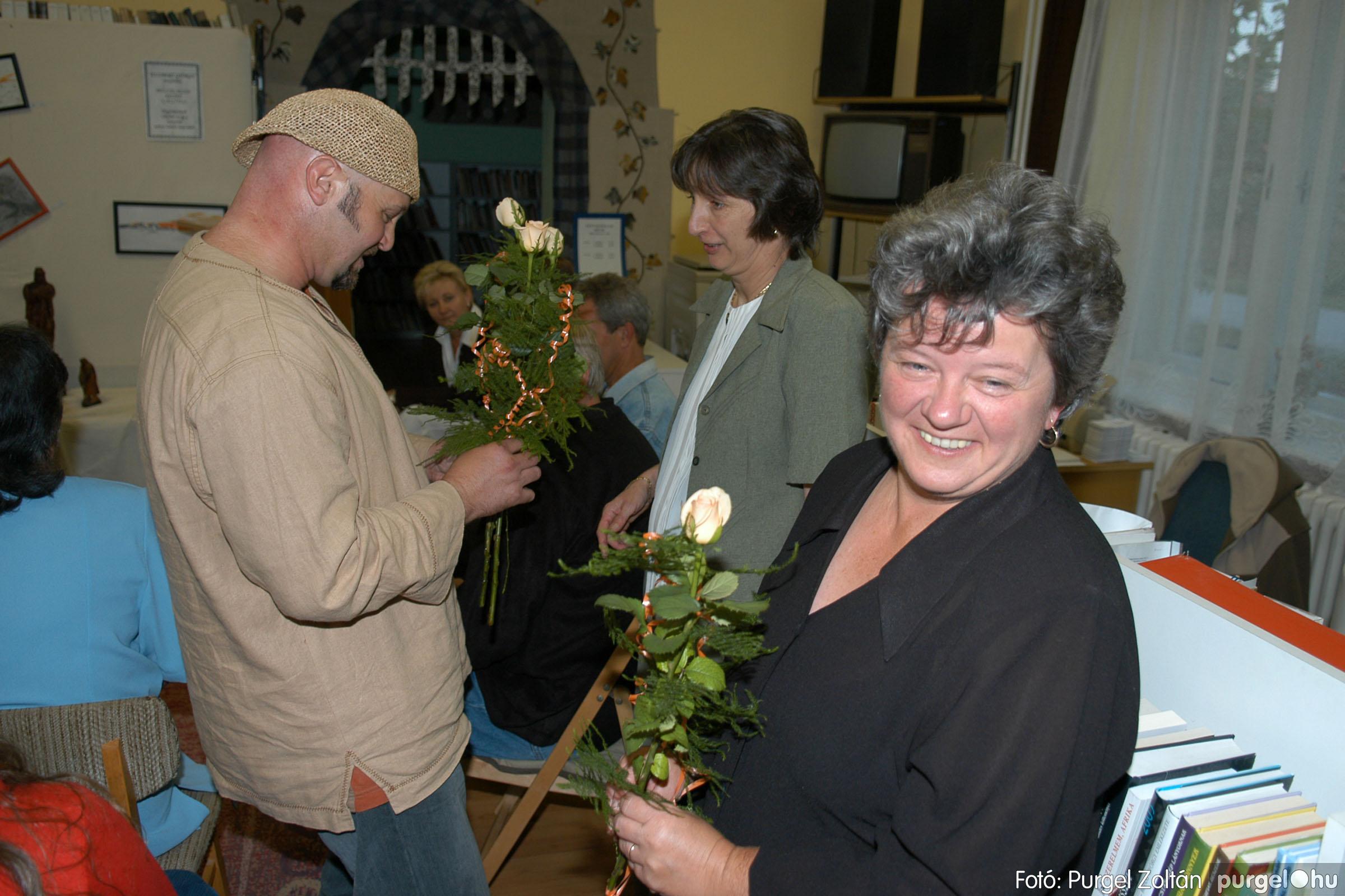 2006.10.08. 016 Kulbert György fafaragó kiállítása - Fotó:PURGEL ZOLTÁN© DSC_0092q.jpg
