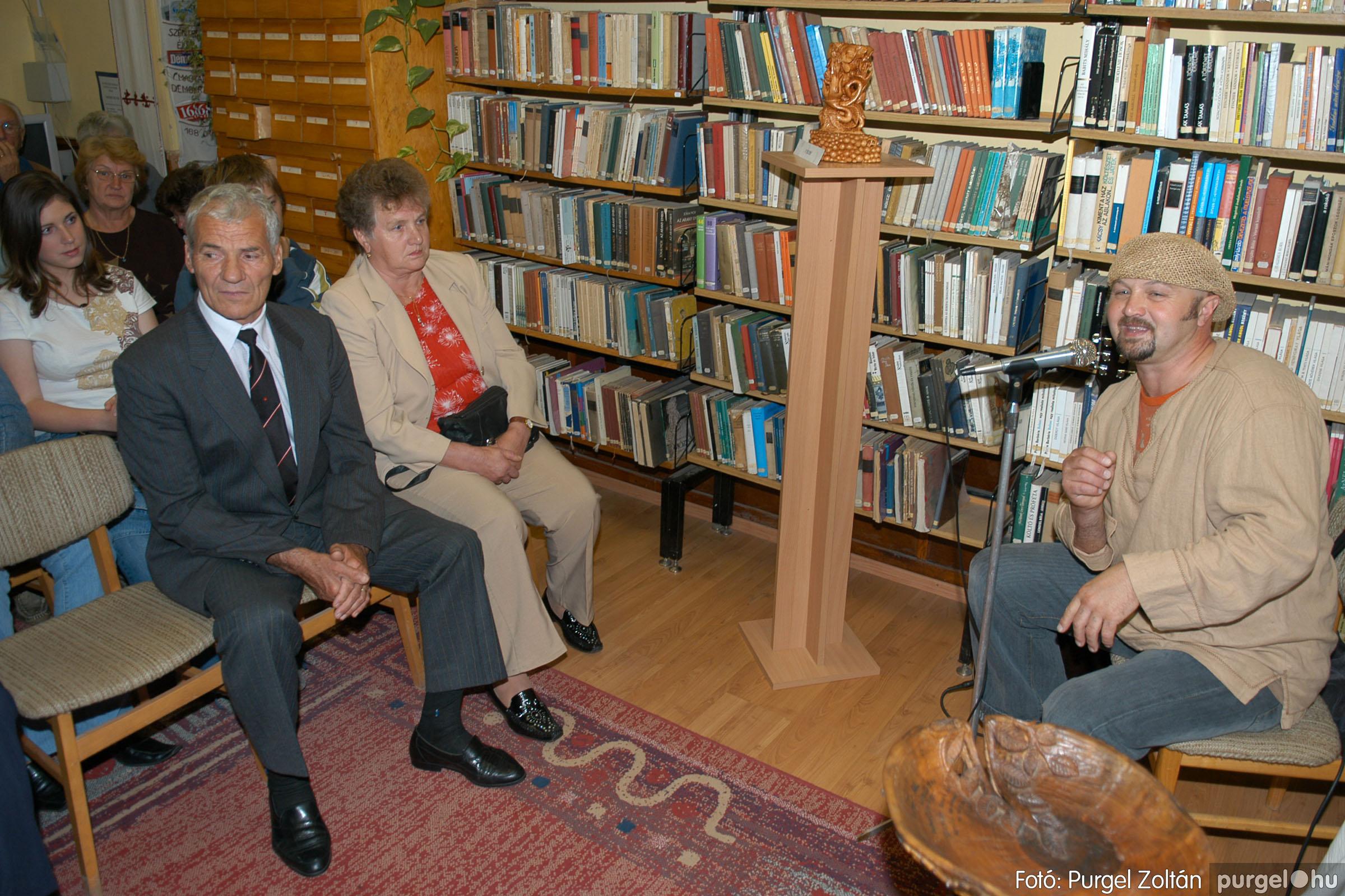 2006.10.08. 009 Kulbert György fafaragó kiállítása - Fotó:PURGEL ZOLTÁN© DSC_0085q.jpg