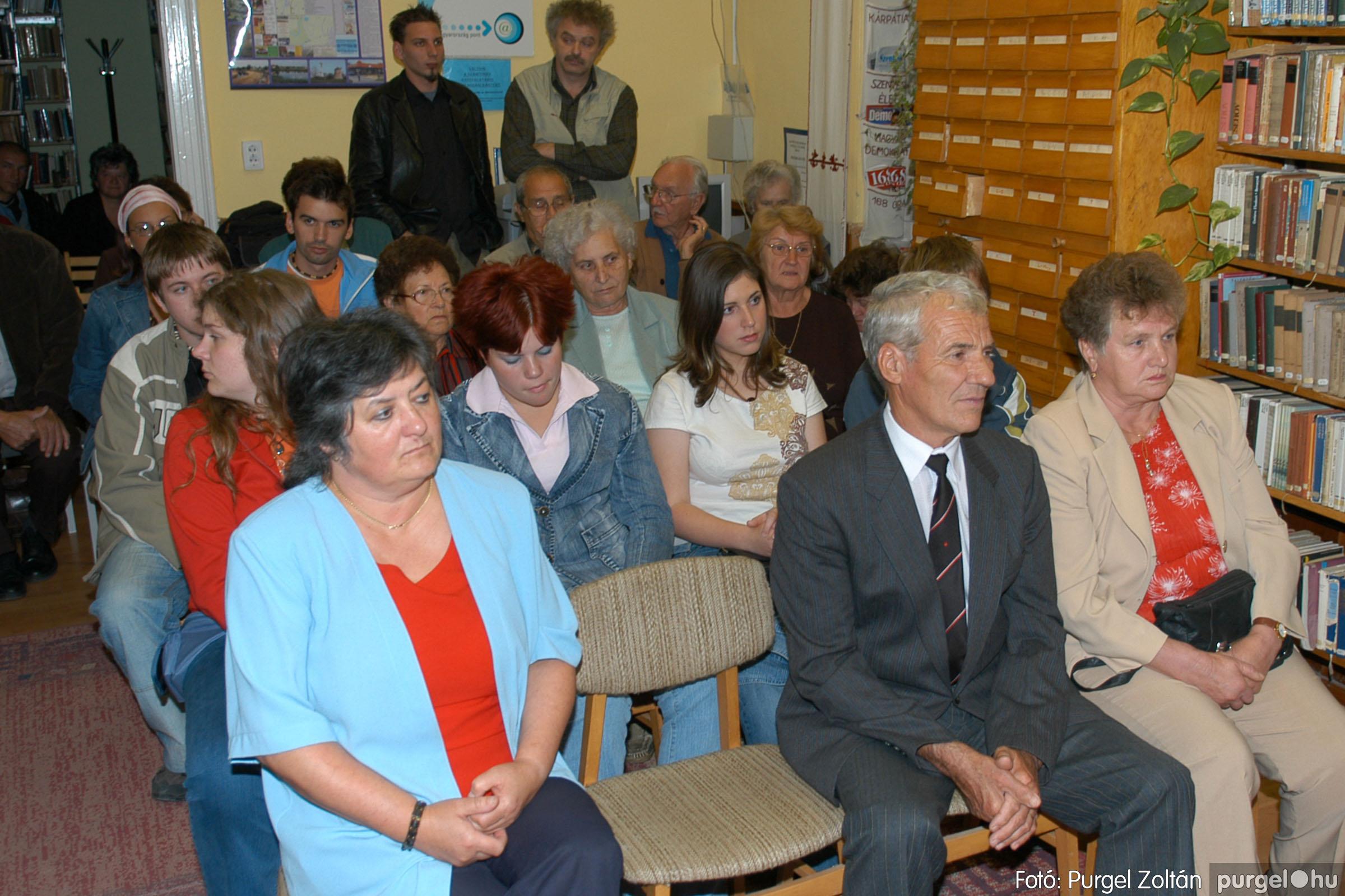 2006.10.08. 008 Kulbert György fafaragó kiállítása - Fotó:PURGEL ZOLTÁN© DSC_0084q.jpg
