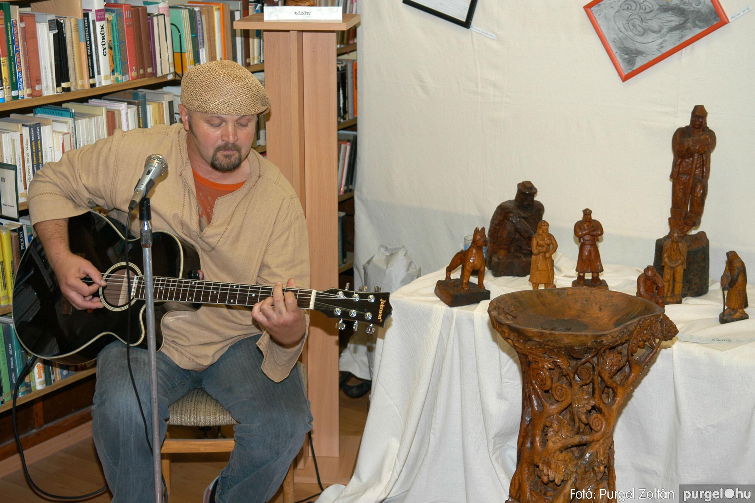 2006.10.08. 002 Kulbert György fafaragó kiállítása - Fotó:PURGEL ZOLTÁN© DSC_0077q.jpg