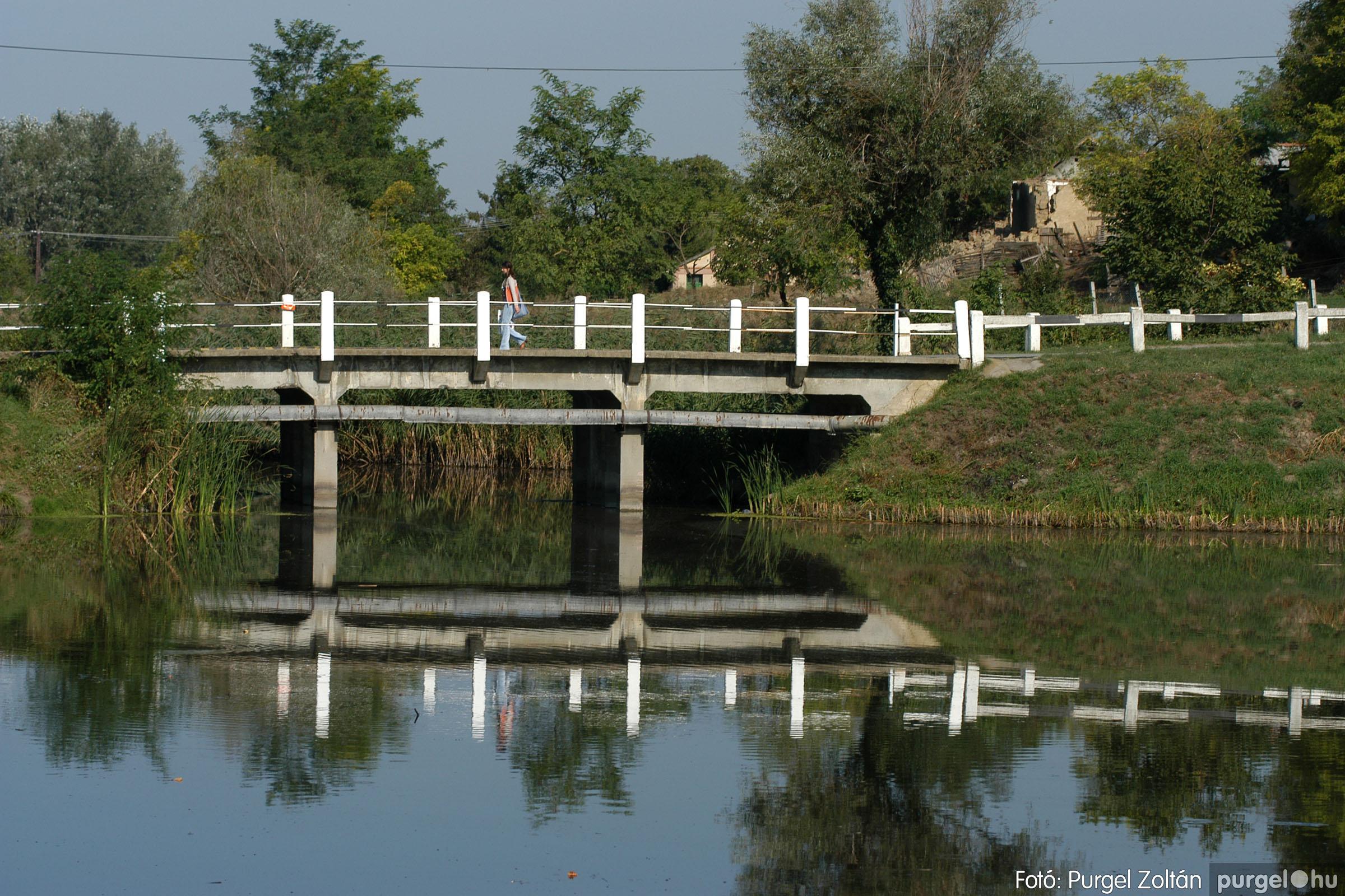2006.09.24. 005 Tereprendezés és faültetés a Kurca-parti sétányon - Fotó:PURGEL ZOLTÁN© DSC_0030q.jpg