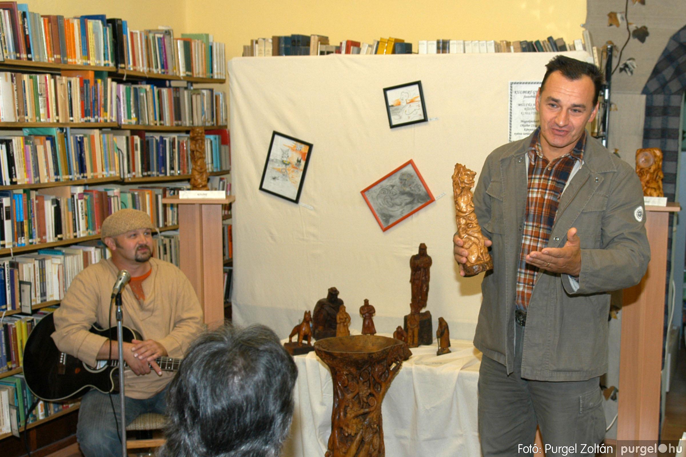 2006.10.08. 006 Kulbert György fafaragó kiállítása - Fotó:PURGEL ZOLTÁN© DSC_0082q.jpg