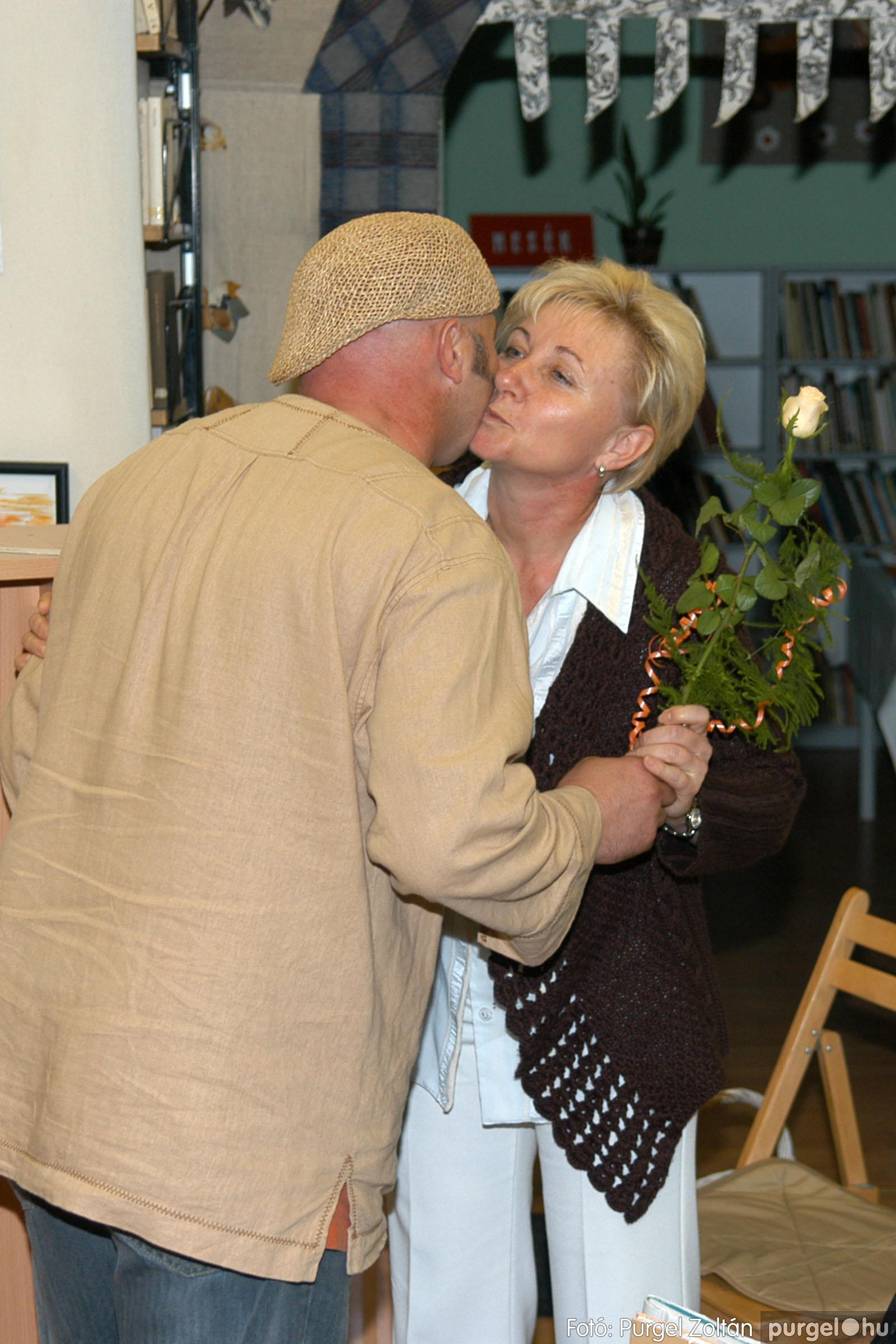 2006.10.08. 017 Kulbert György fafaragó kiállítása - Fotó:PURGEL ZOLTÁN© DSC_0094q.jpg