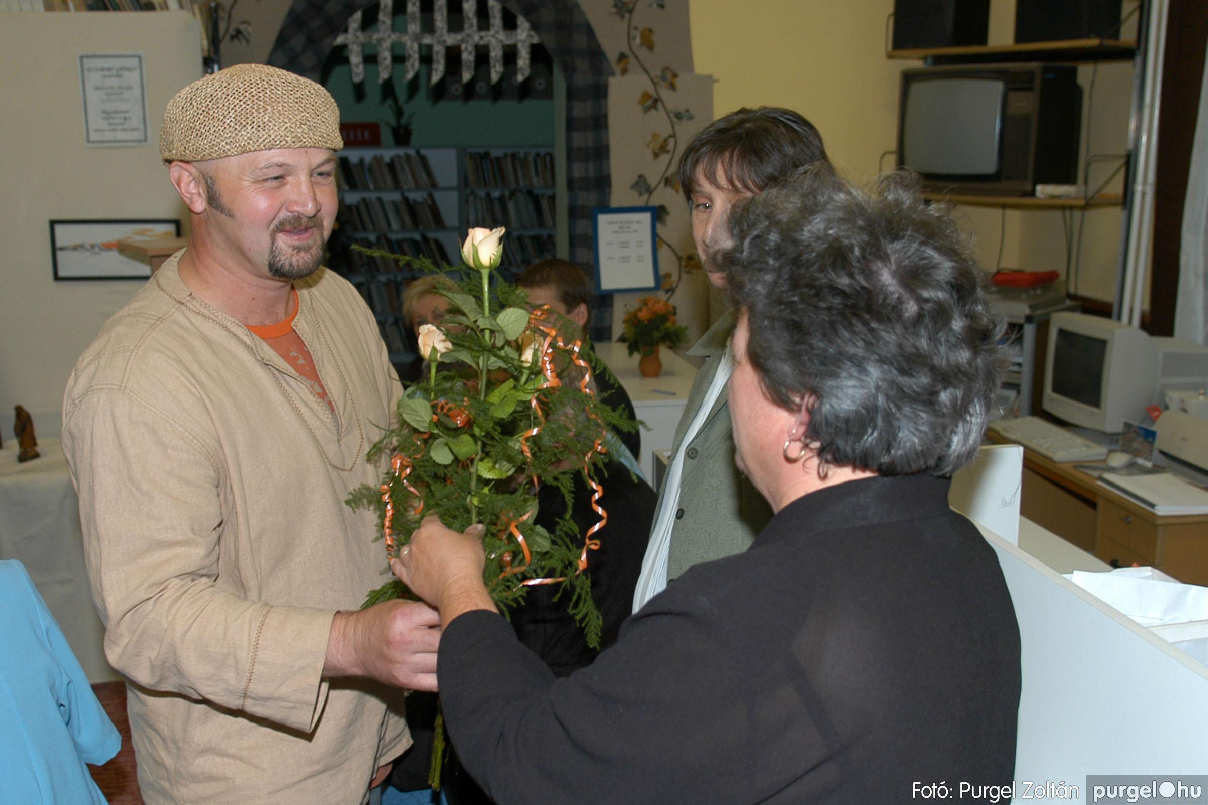 2006.10.08. 015 Kulbert György fafaragó kiállítása - Fotó:PURGEL ZOLTÁN© DSC_0091q.jpg