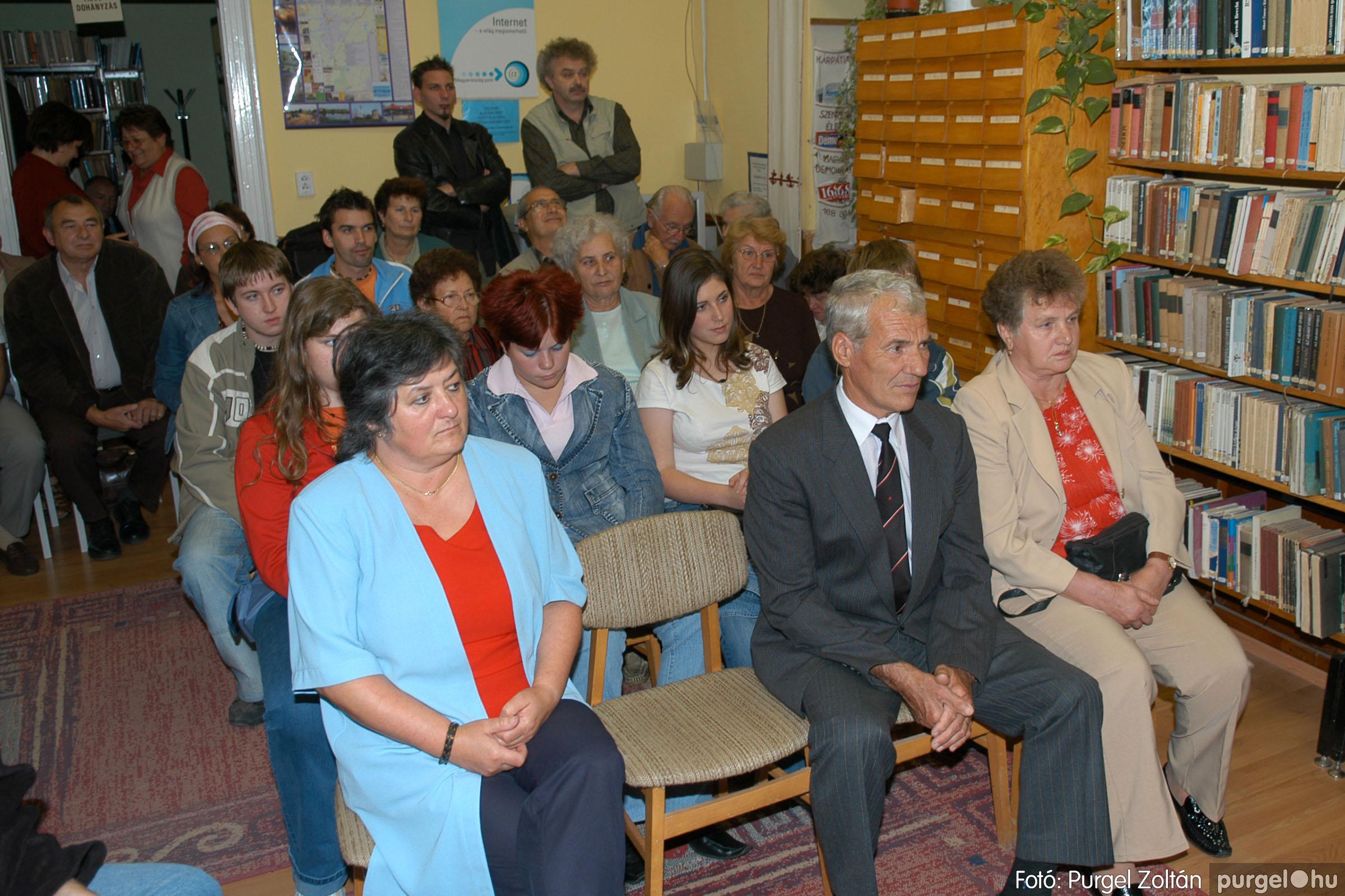 2006.10.08. 010 Kulbert György fafaragó kiállítása - Fotó:PURGEL ZOLTÁN© DSC_0086q.jpg