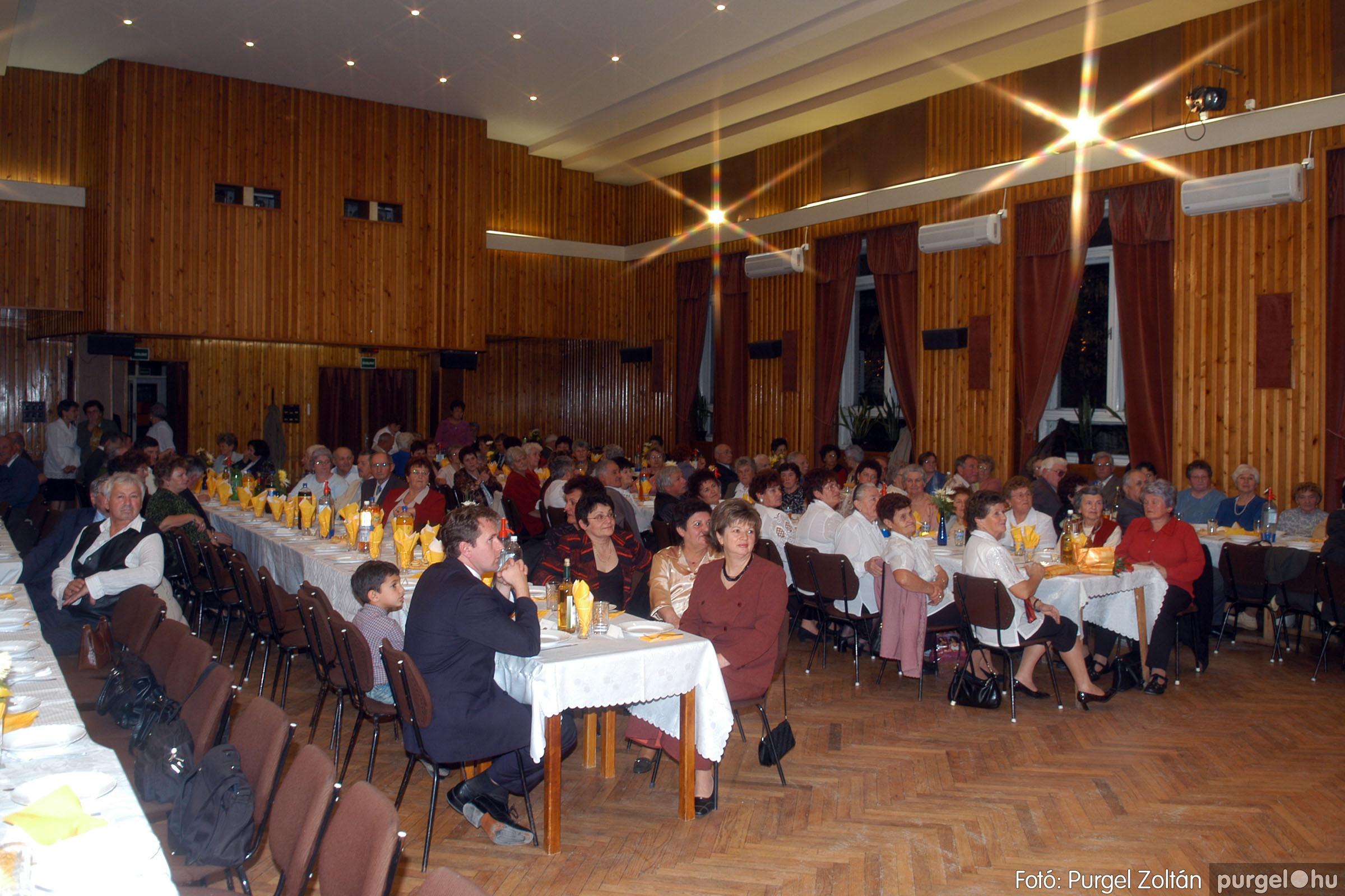 2006.11.25. 002 Szép Öregkor Nyugdíjas Klub bál - Fotó:PURGEL ZOLTÁN© DSC_0305q.jpg