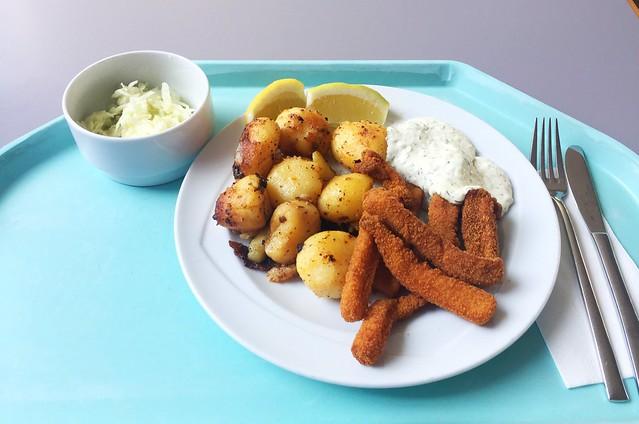 Rabas Empanadas with remoulade & roast potatoes / Rabas Empanadas mit Remoulade & Röstkartoffel