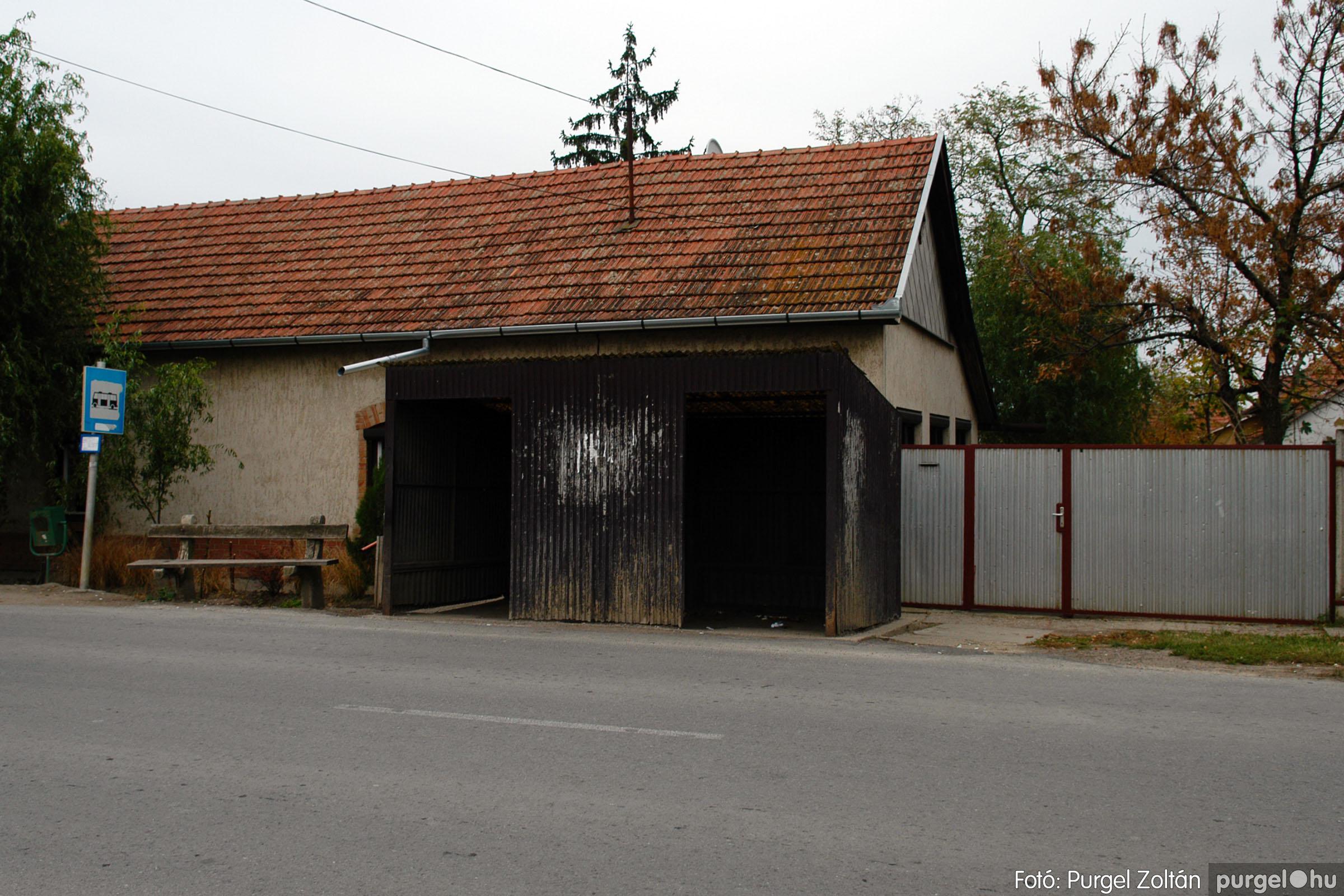 2006.11.01. 002 Autóbusz megállók - Fotó:PURGEL ZOLTÁN© DSC_0003q.jpg