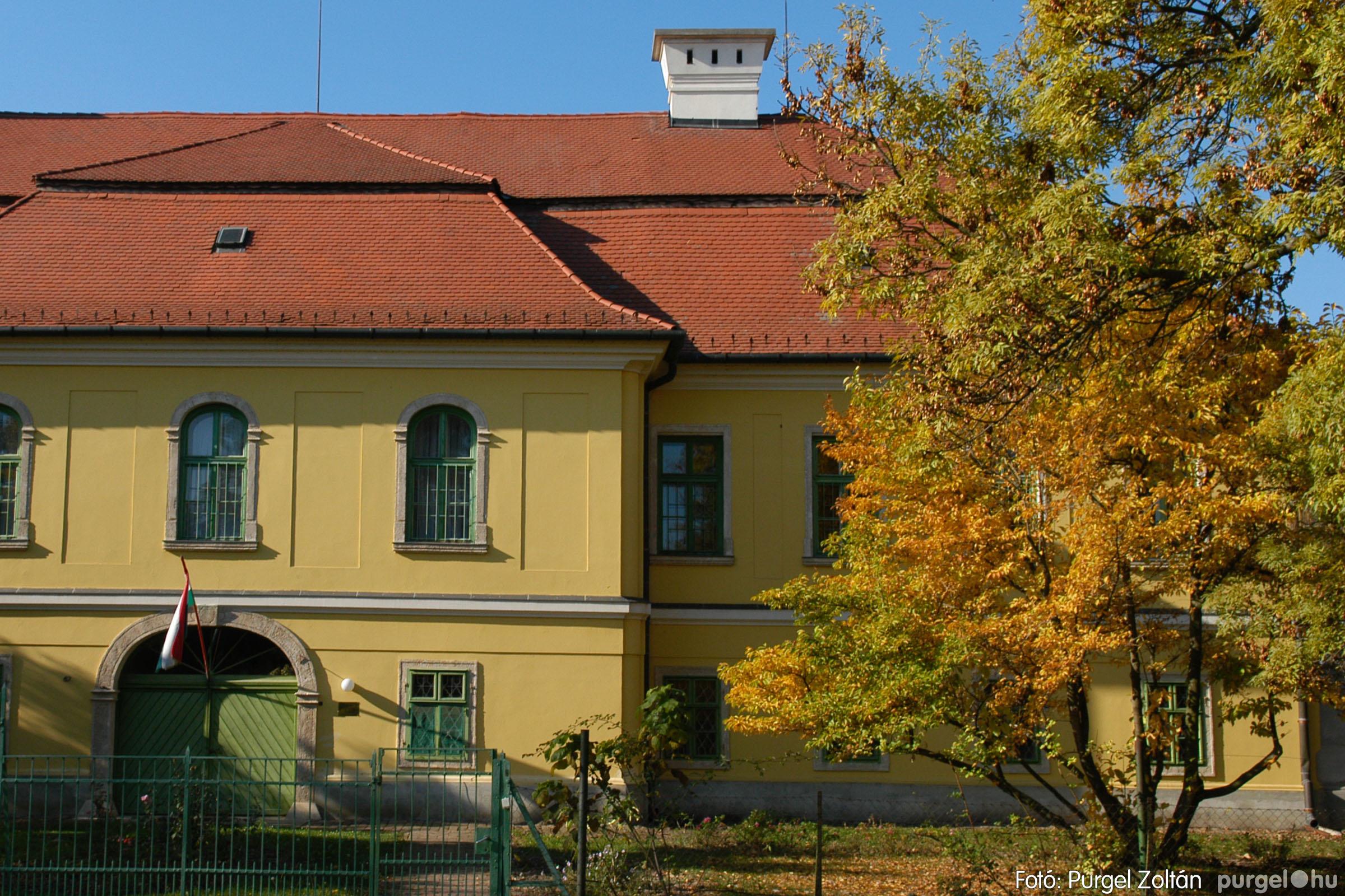 2006.10.28. 004 Ősz a kastély előkertben - Fotó:PURGEL ZOLTÁN© DSC_0062q.jpg