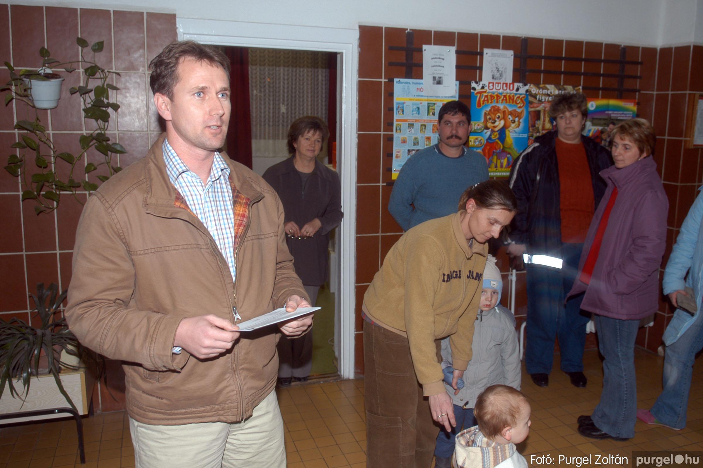 2006.12.21. 003 Gyermekélelmezési Alapítvány adományátadás - Fotó:PURGEL ZOLTÁN© DSC_0209q.jpg