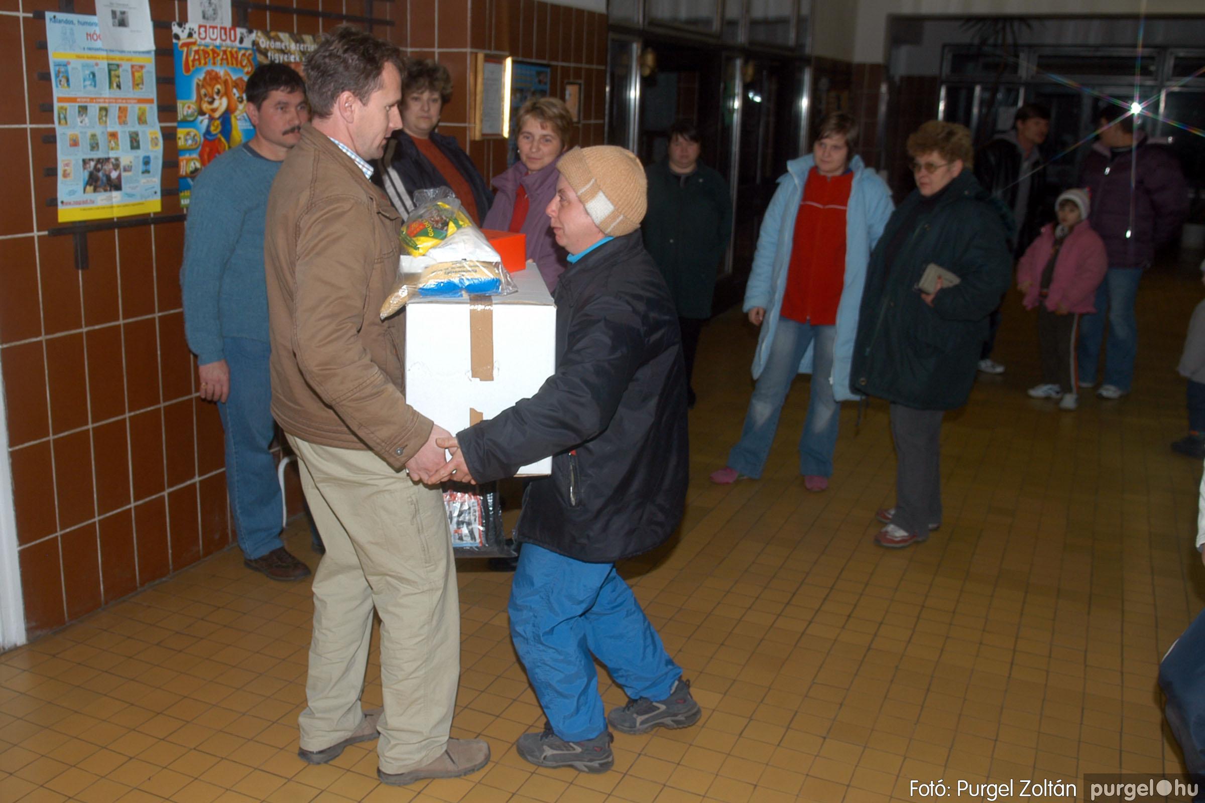 2006.12.21. 011 Gyermekélelmezési Alapítvány adományátadás - Fotó:PURGEL ZOLTÁN© DSC_0217q.jpg