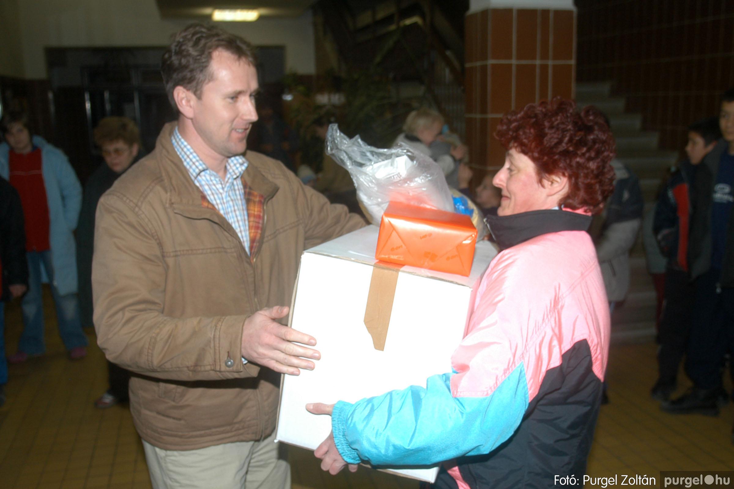 2006.12.21. 008 Gyermekélelmezési Alapítvány adományátadás - Fotó:PURGEL ZOLTÁN© DSC_0214q.jpg