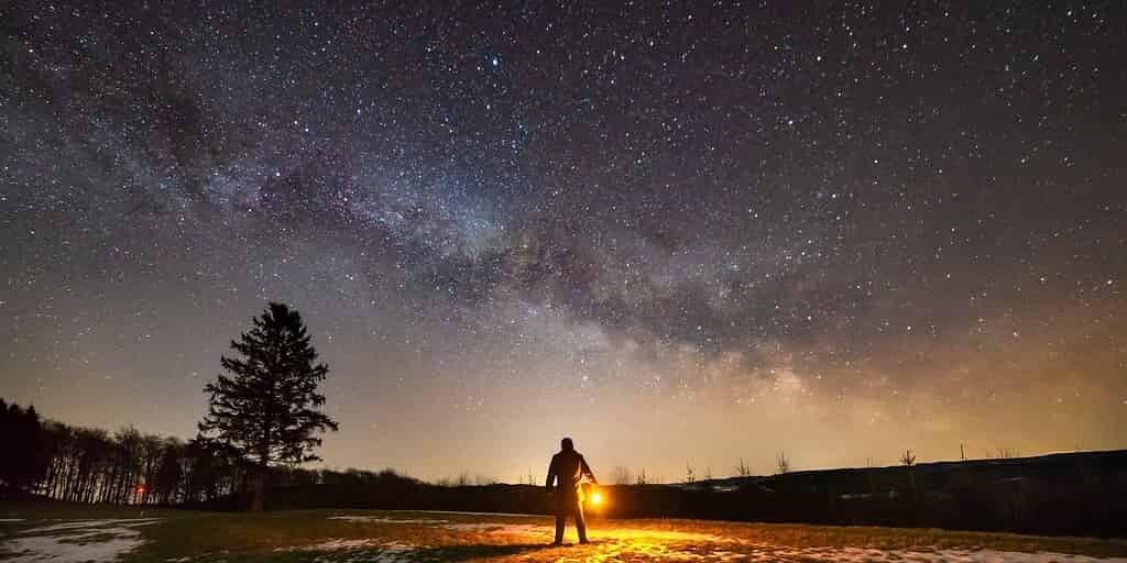 une-étoile-traverse-la-Voie-lactée-à-une-très-grande-vitesse