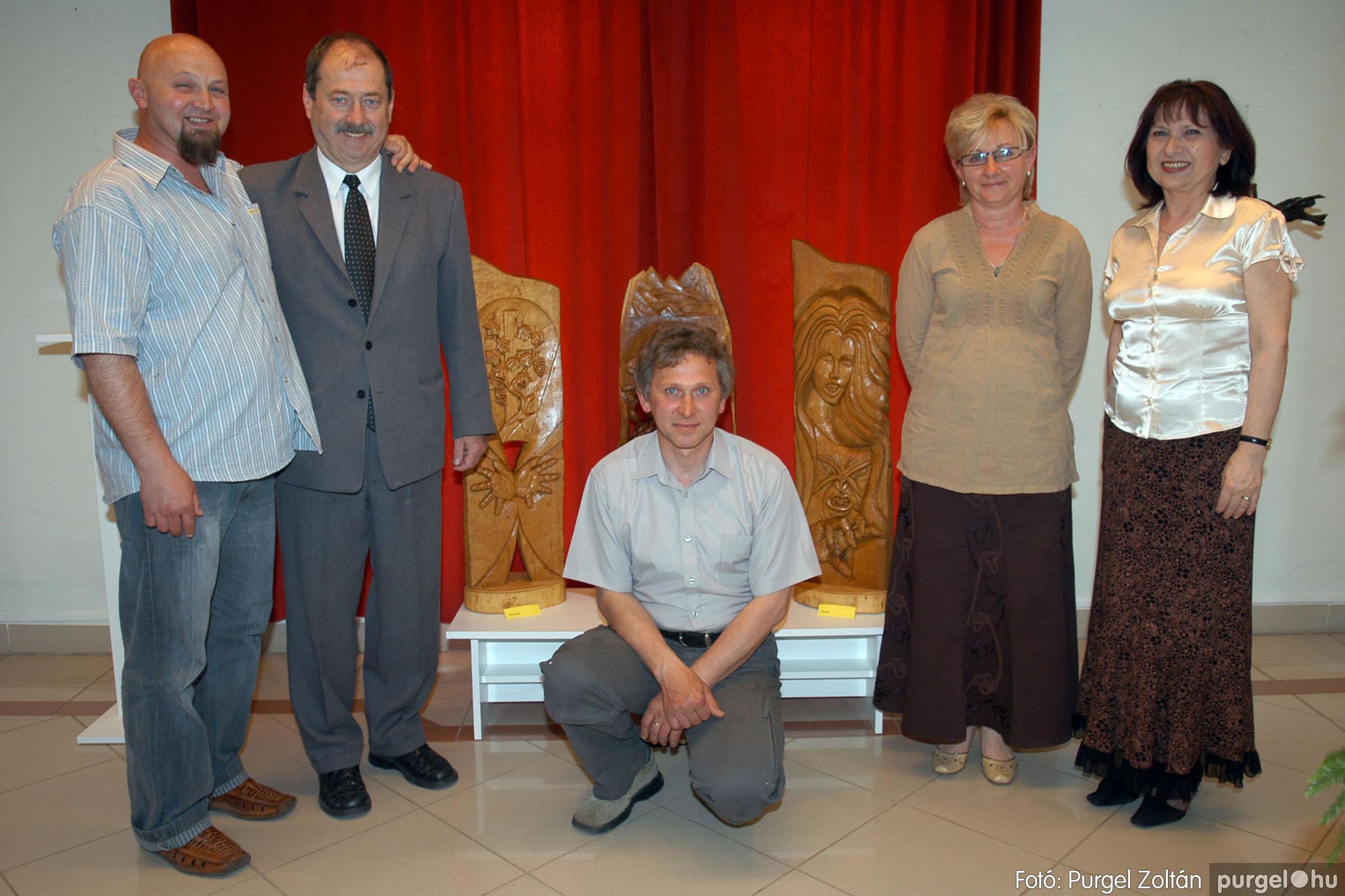 2007.04.28. 011 Tóth József fafaragó kiállítása Szentesen - Fotó:PURGEL ZOLTÁN© DSC_0104q.jpg