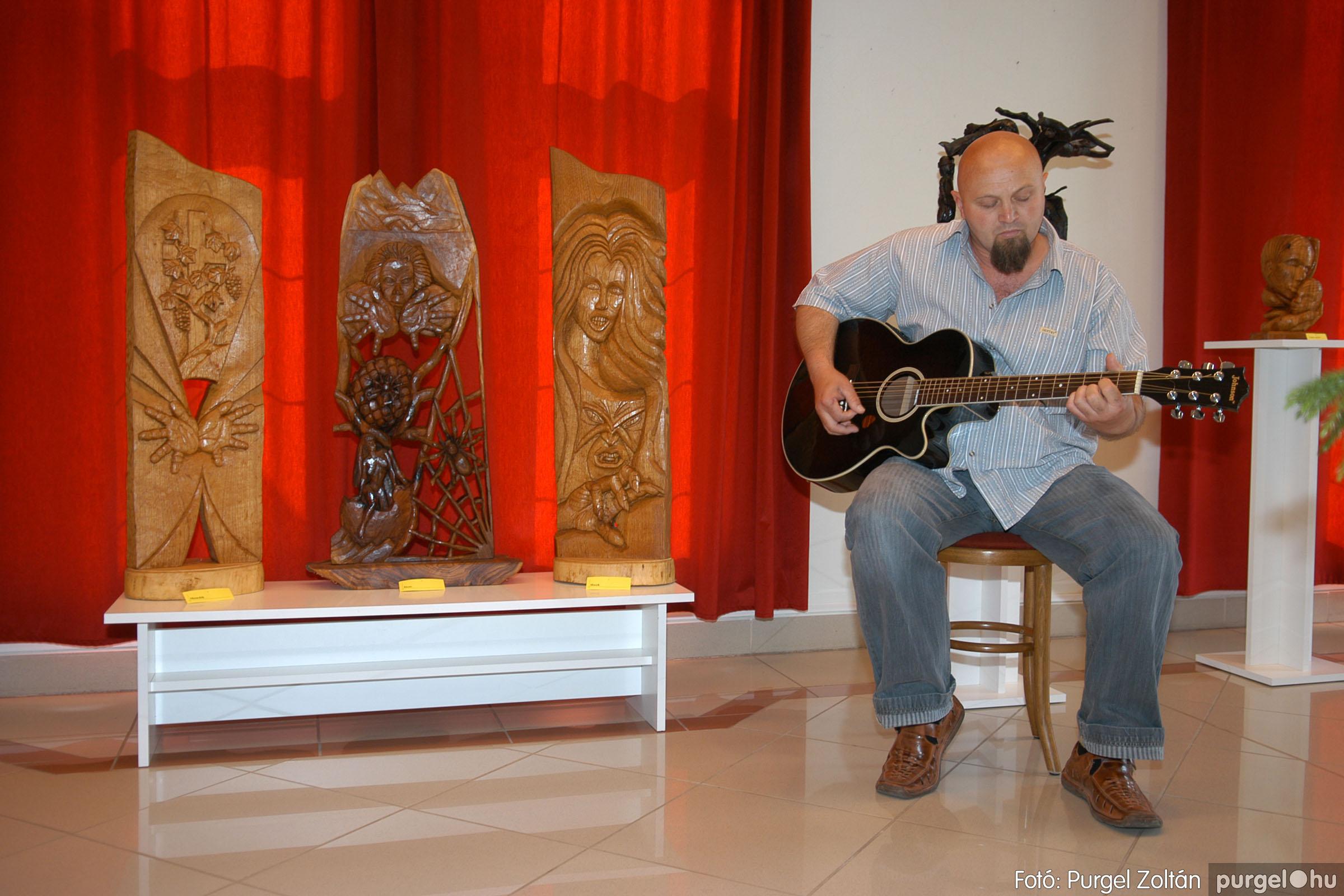 2007.04.28. 004 Tóth József fafaragó kiállítása Szentesen - Fotó:PURGEL ZOLTÁN© DSC_0095q.jpg