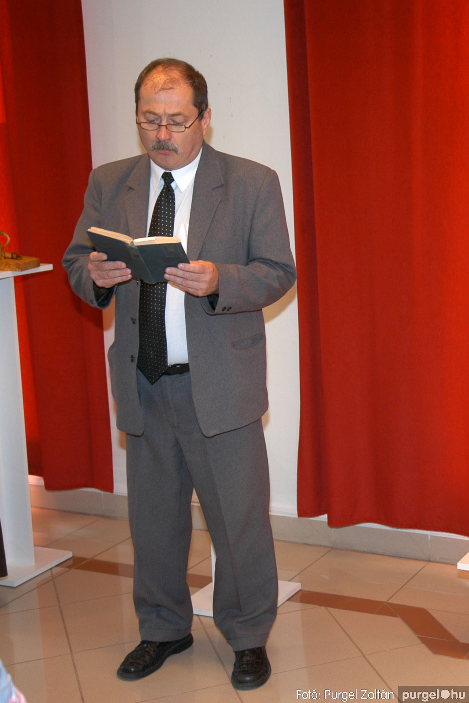 2007.04.28. 002 Tóth József fafaragó kiállítása Szentesen - Fotó:PURGEL ZOLTÁN© DSC_0093q.jpg