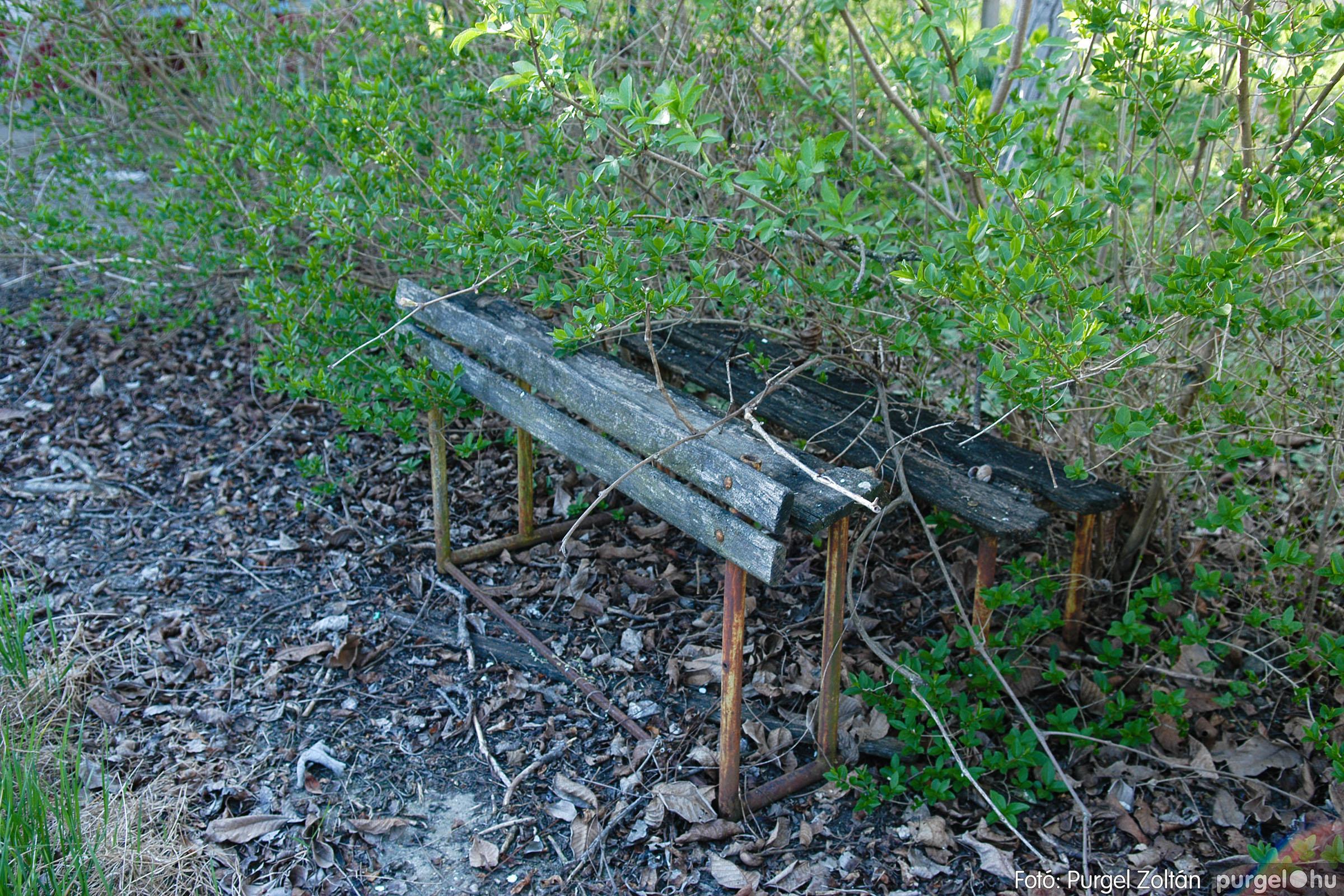 2007.04.08. 003 Látogatás az egykori iskolai gyakorlókertben - Fotó:PURGEL ZOLTÁN© DSC_0213q.jpg