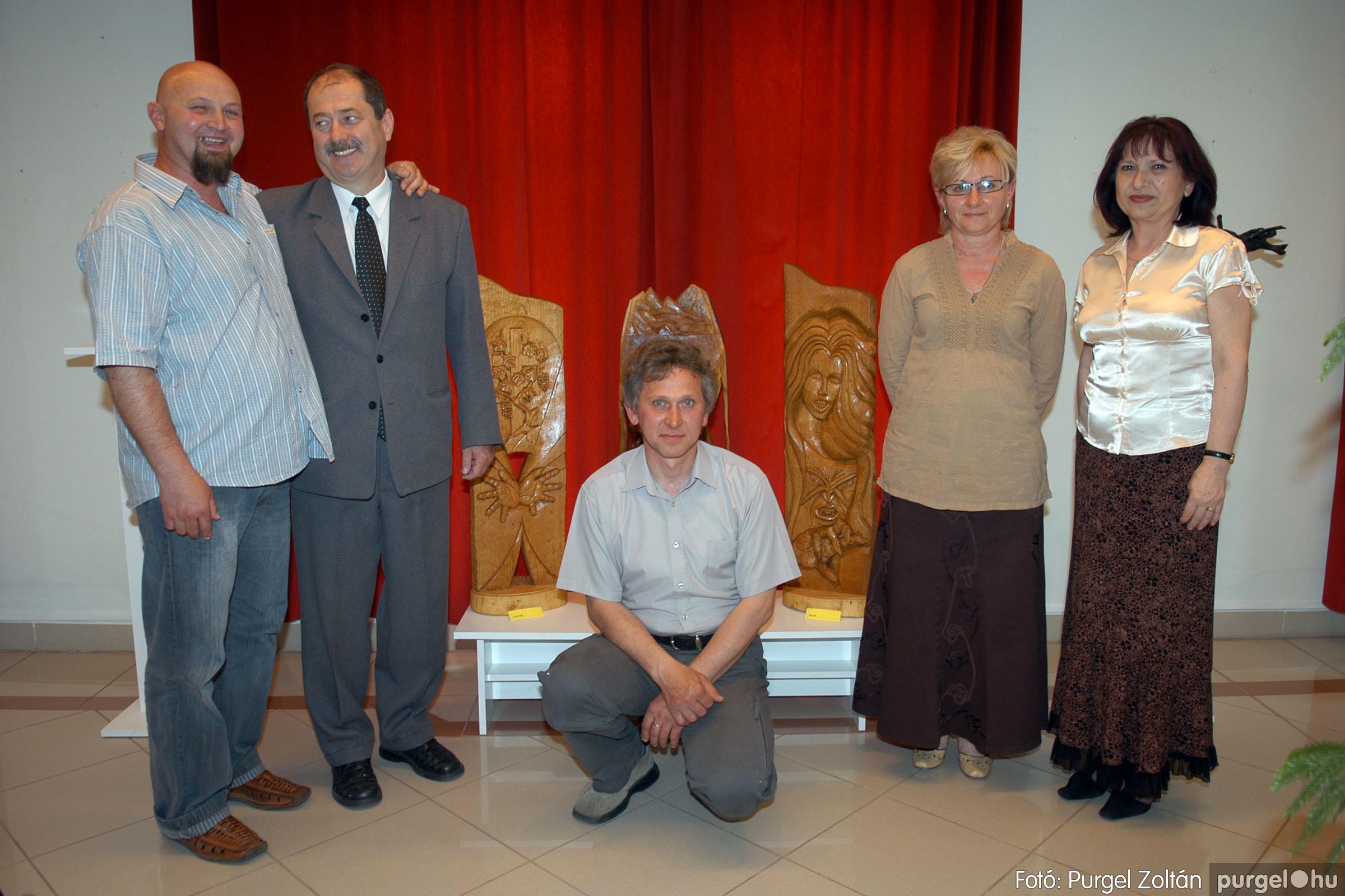 2007.04.28. 012 Tóth József fafaragó kiállítása Szentesen - Fotó:PURGEL ZOLTÁN© DSC_0105q.jpg