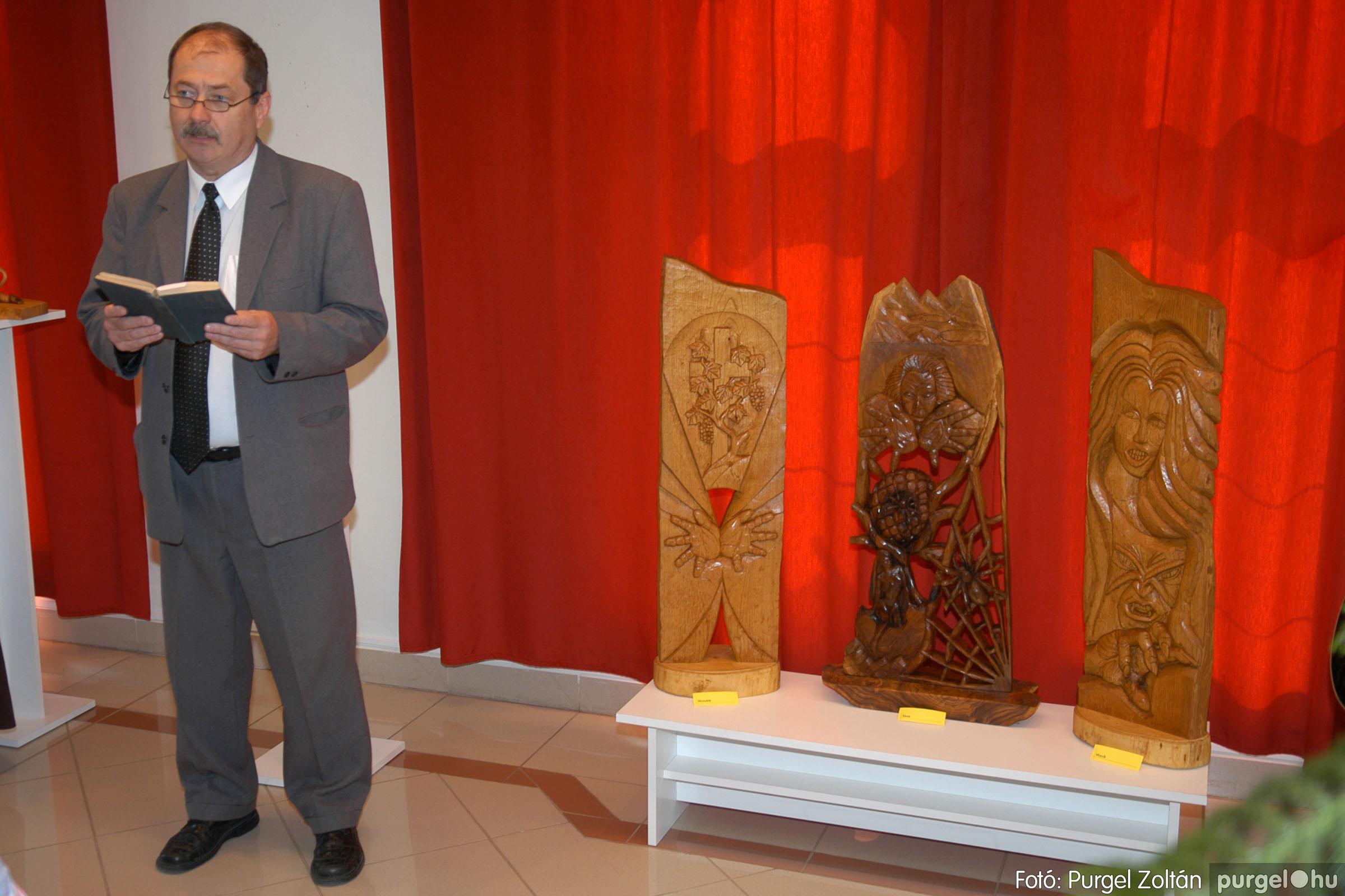 2007.04.28. 003 Tóth József fafaragó kiállítása Szentesen - Fotó:PURGEL ZOLTÁN© DSC_0094q.jpg
