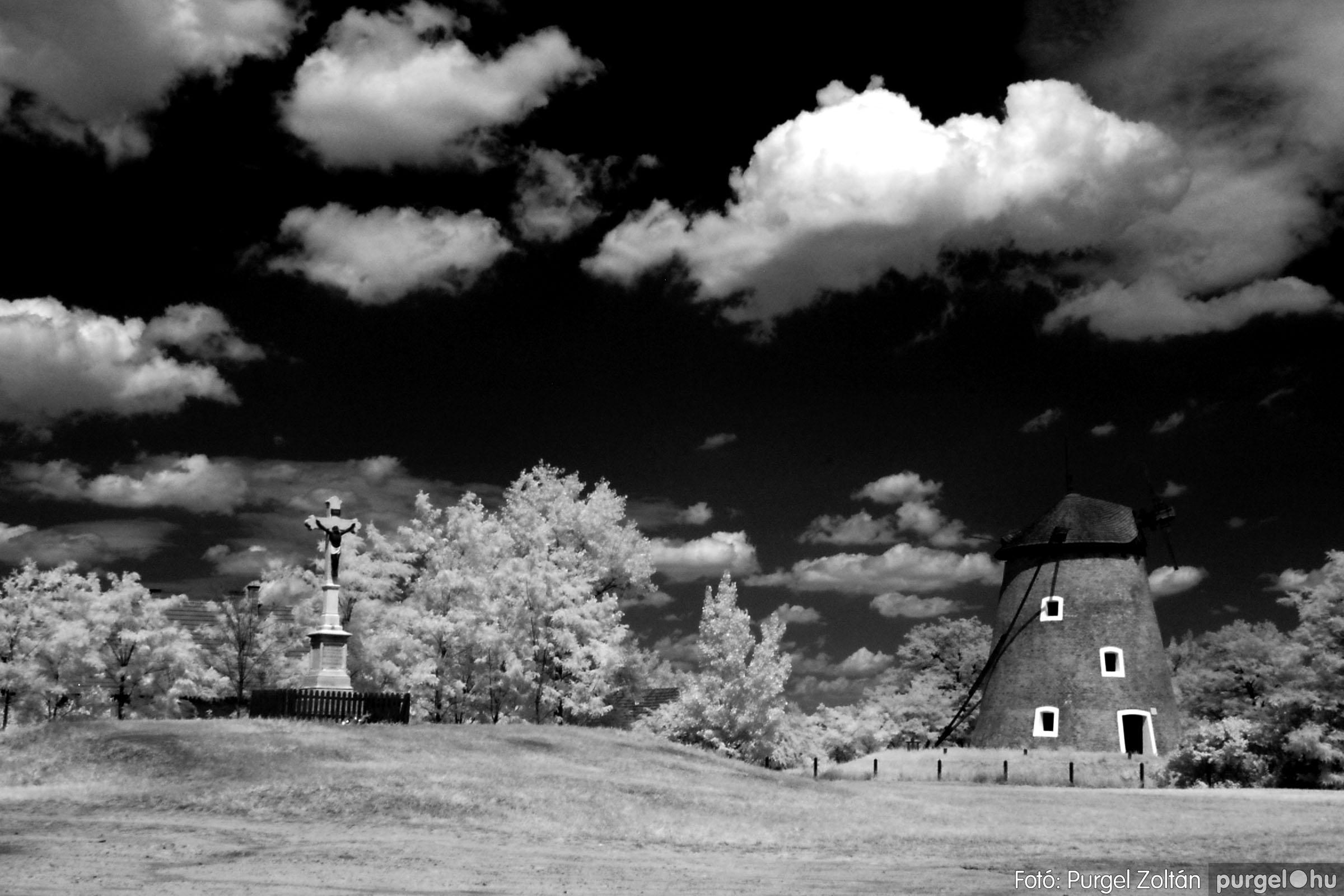 018 Örök pillanatok fotókiállításom képei - Szélmalom (infravörös) · Windmill (infrared) - Fotó:PURGEL ZOLTÁN©.jpg