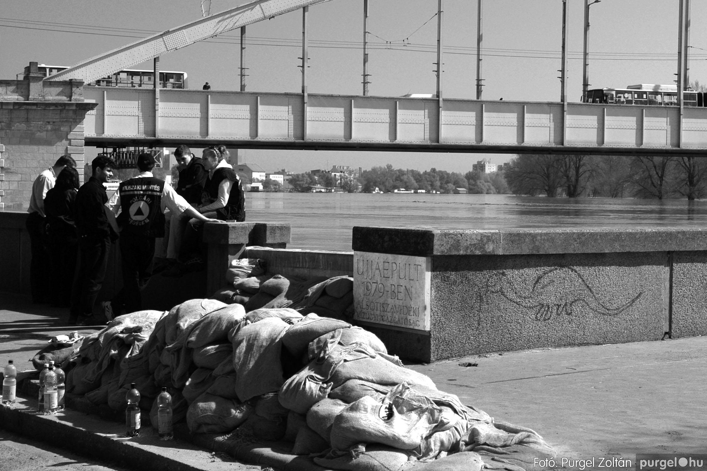 009 Örök pillanatok fotókiállításom képei - Tiszai árvíz · Tisza river flood 2006.jpg