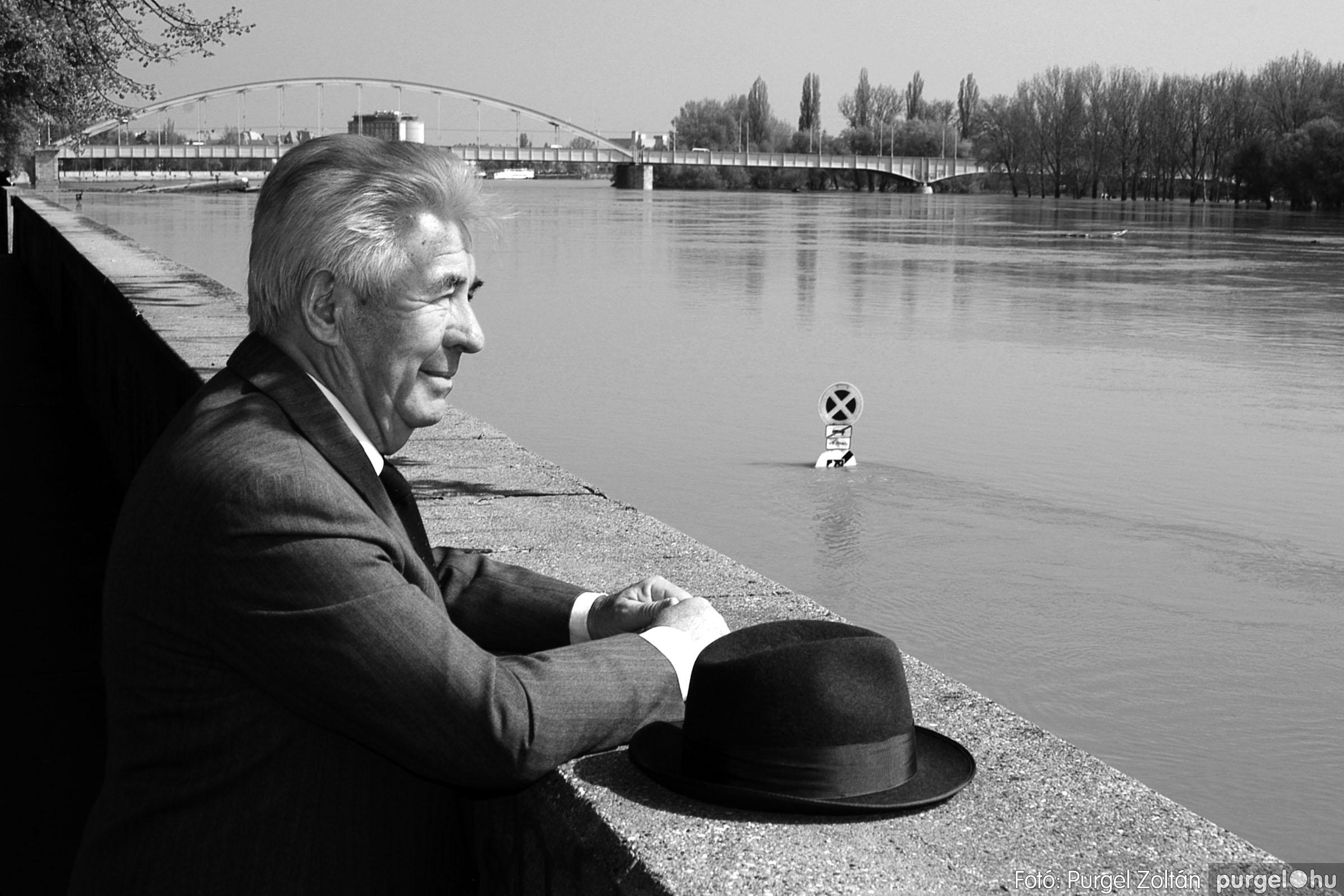 006 Örök pillanatok fotókiállításom képei - Ki a Tisza vizét issza...jpg