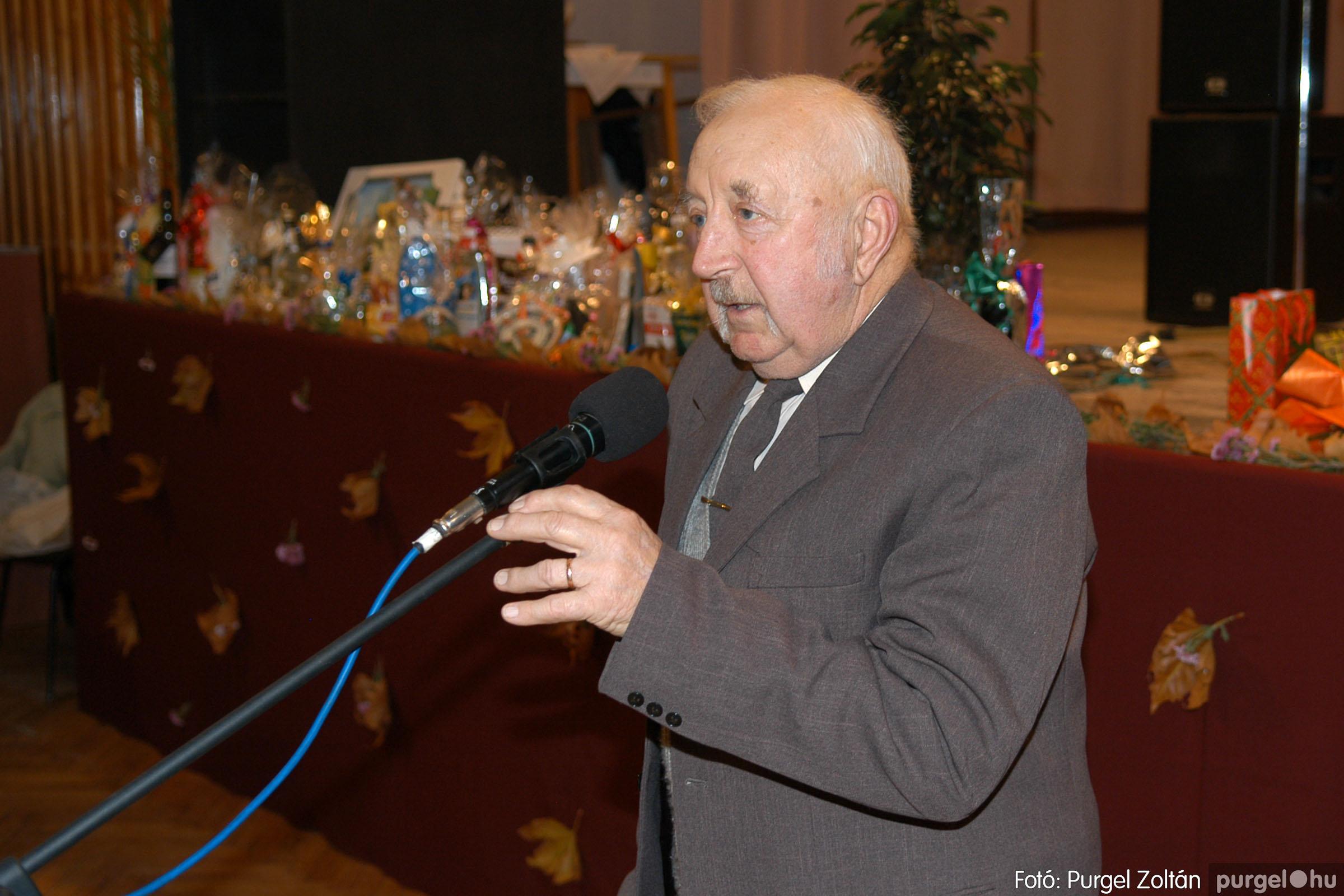 2007.11.10. 047 Szép Öregkor Nyugdíjas Klub bál - Fotó:PURGEL ZOLTÁN© DSC_0057q.jpg