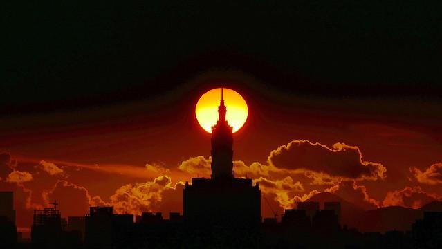 Sunrise_behind_101_20190731-0528_001M-XXL-SS