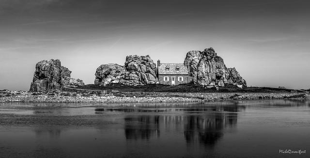 Bretagne-Plougrescant-Little House