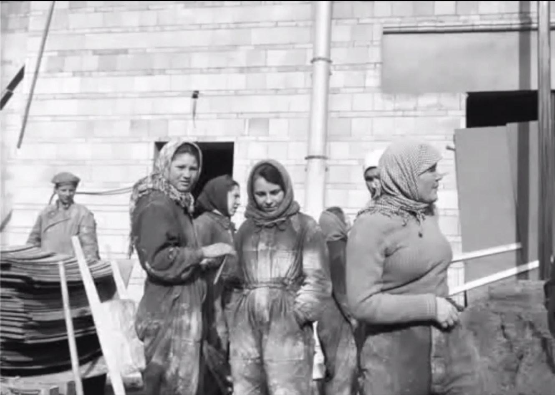 1956. Женщины на стройке. Москва