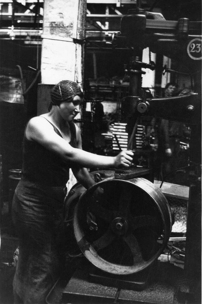 1938. Работница