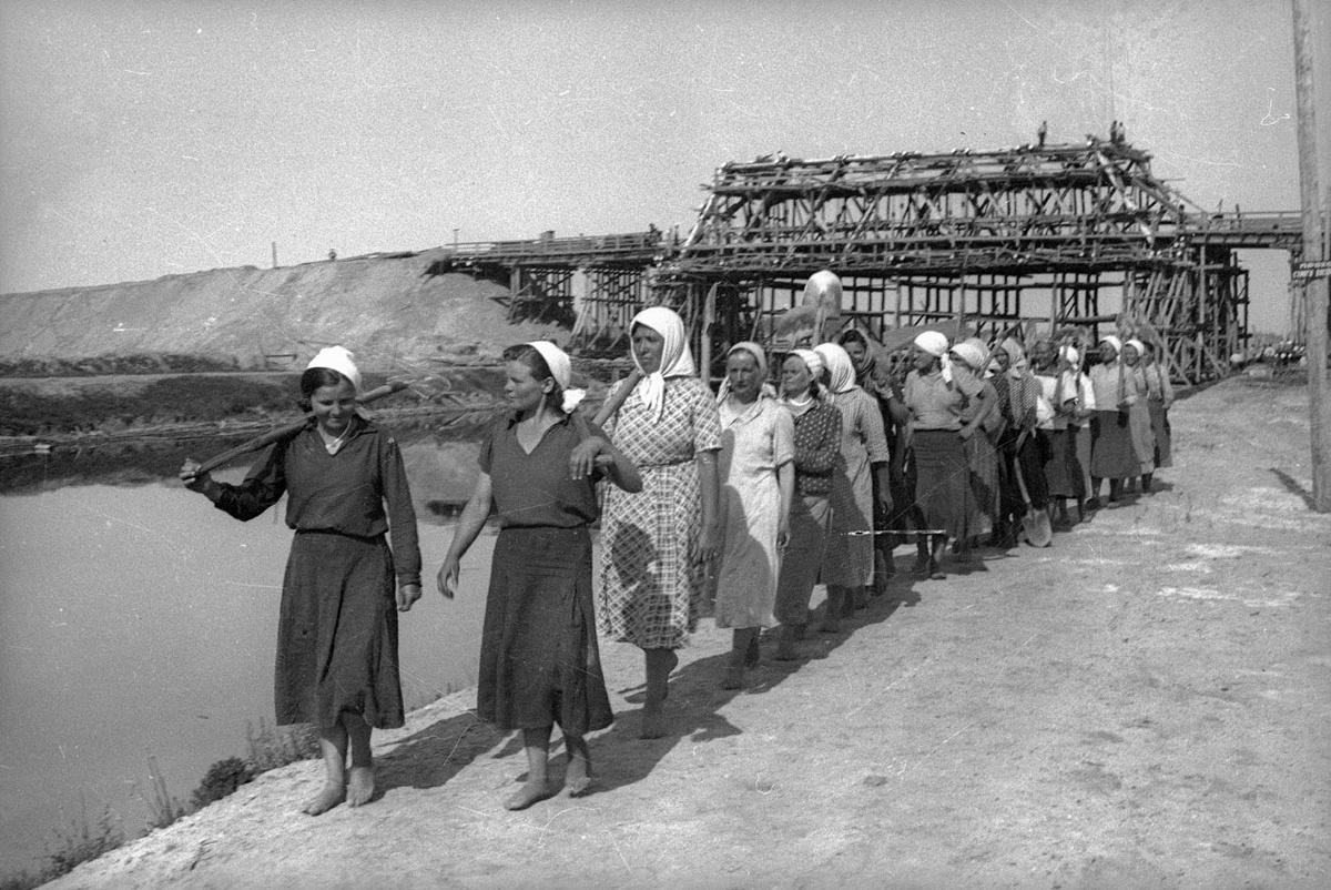 1940. Женский труд. Строительство Днепровско-Бугского канала.