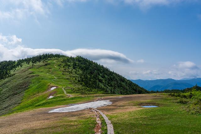雪渓と会津駒ケ岳