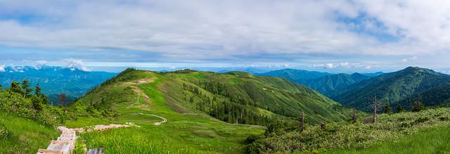 中門岳へ連なる稜線