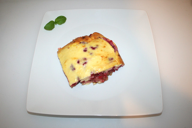 20 - Curd casserole with raspberries - Served / Quark-Auflauf mit Himbeeren - Serviert