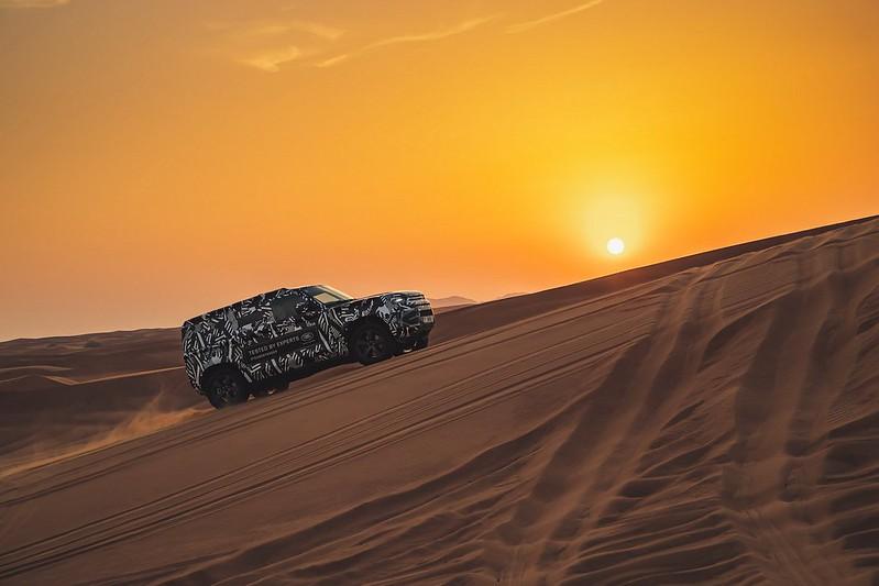 fb23bf79-2020-land-rover-defender-desert-dubai-testing-11