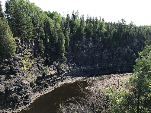 Kakabeka - South to the river