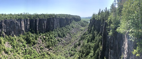 Ouimet Canyon - West panorama